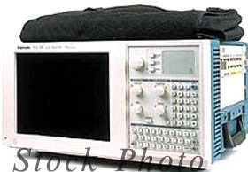 Tektronix TLA 704 / TLA704 Portable Logic Analyzer 200 MHz with OPT 1S
